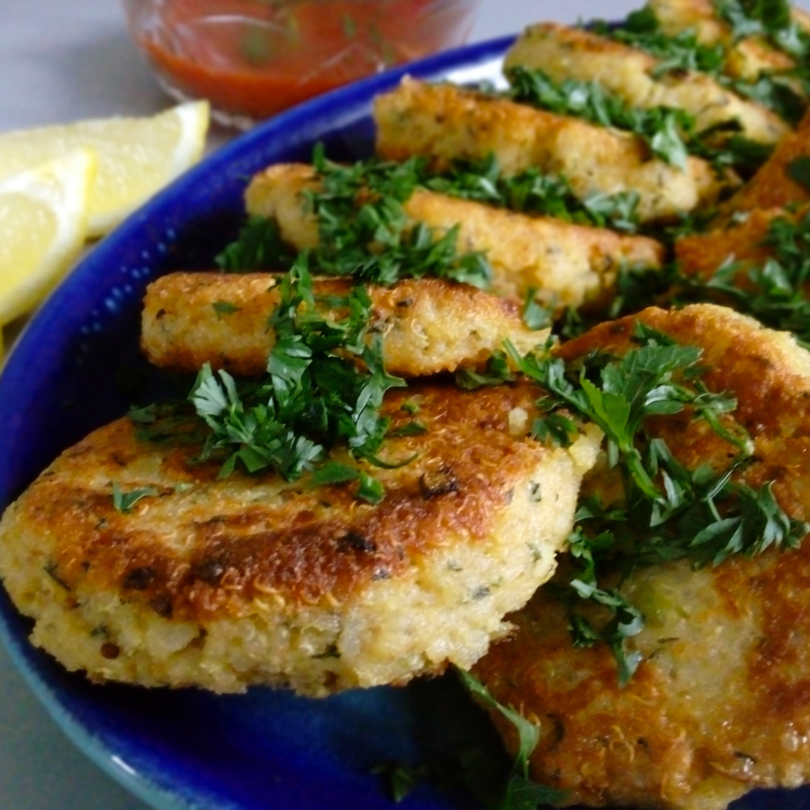 These quinoa patties are very easy and quick way to get lots of proteins and fiber all at once. Your family will be trilled. | Healthy Food Recipes | simplyanchy.com