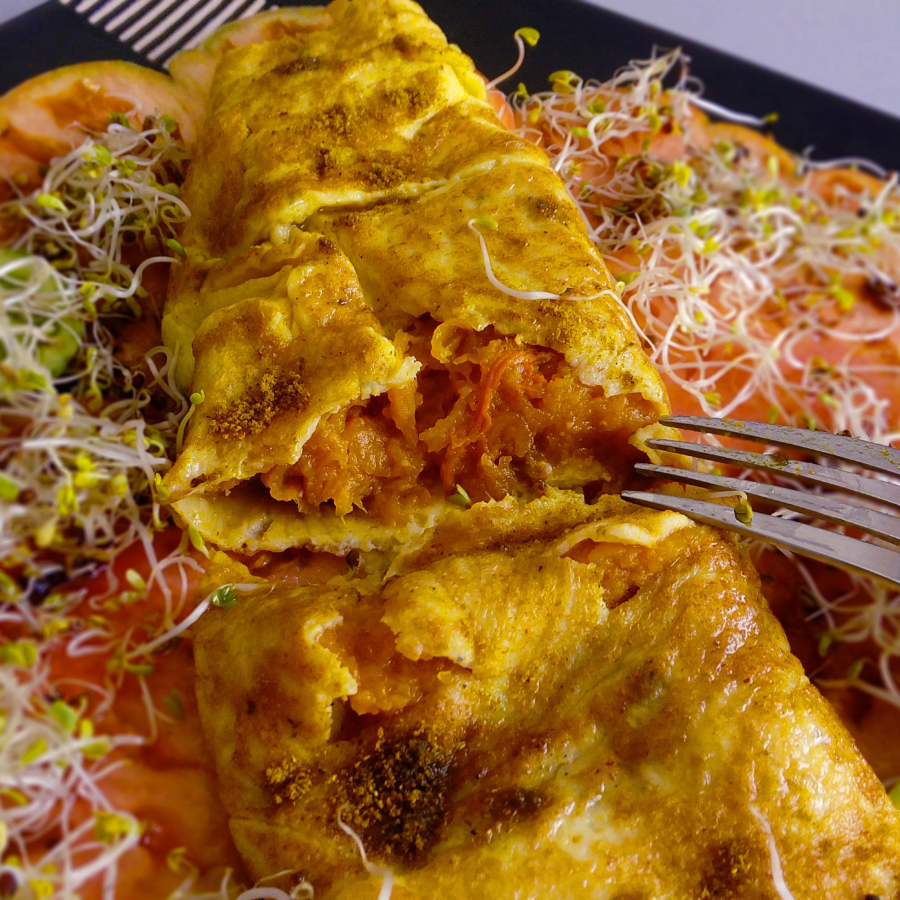 Butternut squash curry omelette is a delicious and unusual combination that is great during the fall season. When you try it, you will want to make it every day! | Healthy Food Recipe | simplyanchy.com