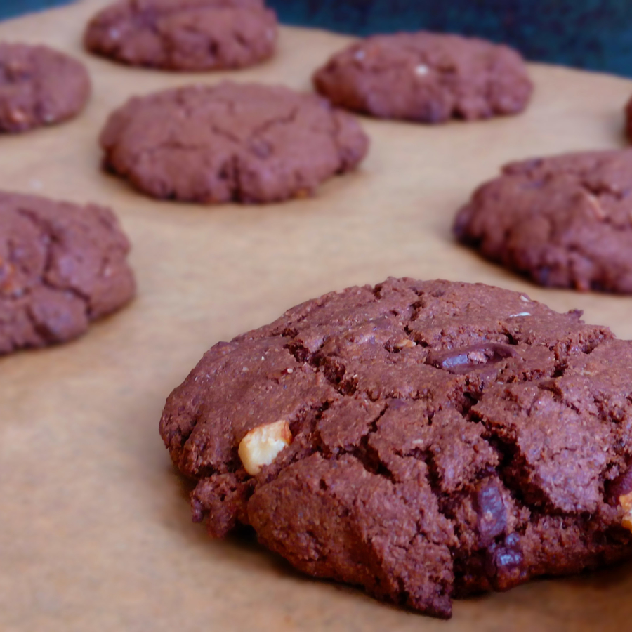 Double Chocolate Cookies with almonds and oat flour. These are perfect for snacks! Everyone will love them, especially kids. Try this recipe! | Healthy Food Recipes | simplyanchy.com