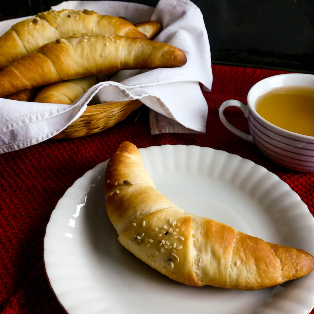 My mom used to make these bun rolls for me and my brother ever since I can remember, so I have decided to share this special recipe with you! These bun rolls (kifla in Bosnian) are perfect for breakfast and dinner. YOU MUST TRY THIS RECIPE!   Healthy Food Recipes   Simplyanchy.com