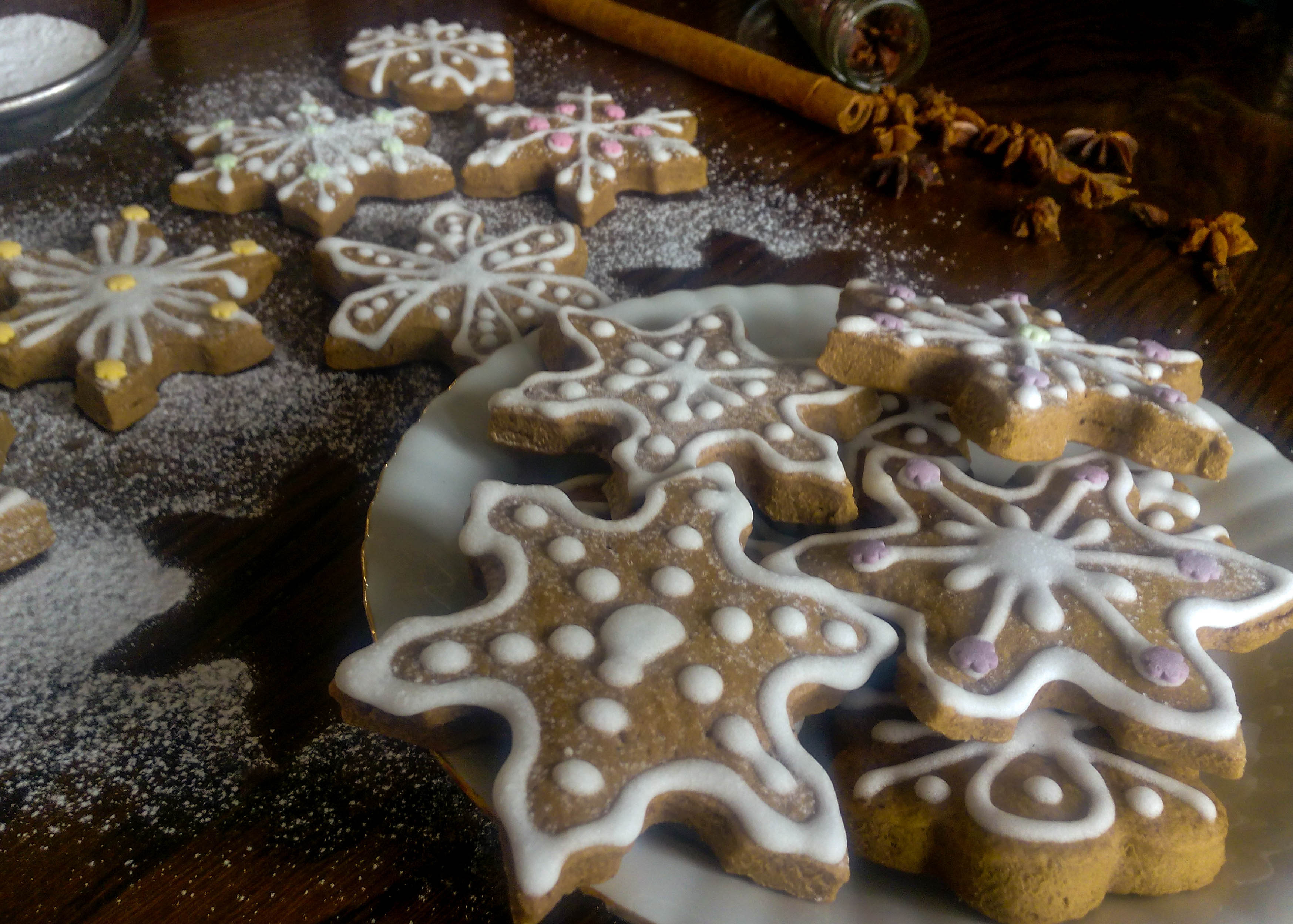 Fragrant Gingerbread Cookies with Royal Icing