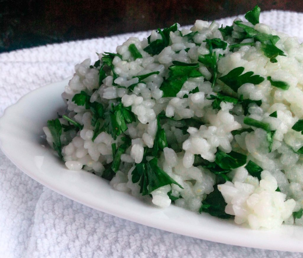 Are you bored of plain cooked white rice? Then this recipe for clove and parsley white rice is for you! It is really simple way to make your white rice exciting again. | #whiterice #whitericerecipe #sidedish | simplyanchy.com