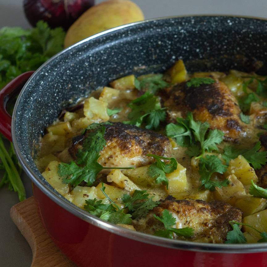One-Skillet Curry Chicken Thighs and Potatoes – a very SIMPLE healthy and whole30 compliant recipe, that everyone will LOVE! And the most important thing – you don't have a lot of dishes to do afterward. | #chickenthighs #chickenrecipe #oneskilletrecipe #chickencurry | simplyanchy.com
