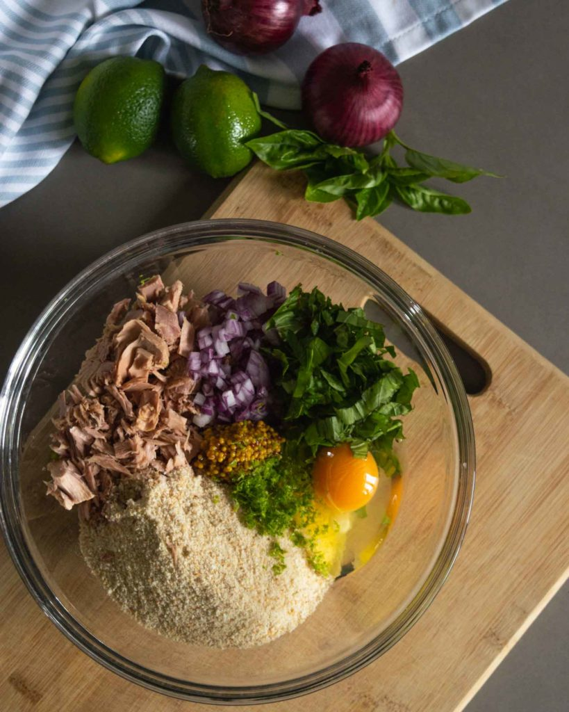 the ingredients for quick tuna burgers in a bowl